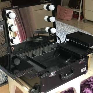 Mitsuto LED Lights Make Up Case