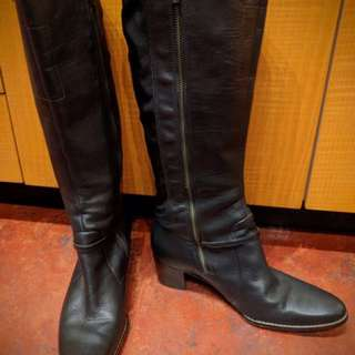 Timberland black heeled boots (8.5)