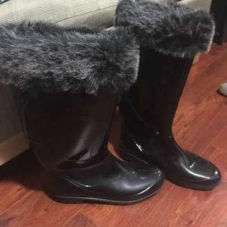 Warm/Rain boots size 9