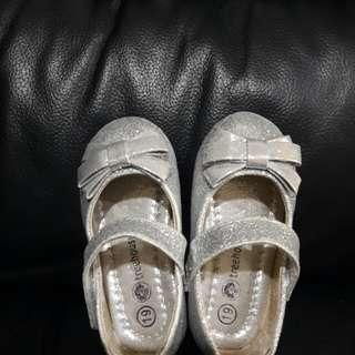 Sepatu silver treehouse