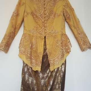 Kebaya Gold + kain songket untuk wisuda, ke undangan atau bridesmaid