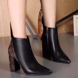 New genuine leather boots