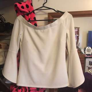 Off Shoulder dotti Top