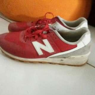 sepatu NB ori warna merah