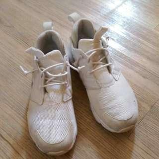 🚚 reebok 白色球鞋
