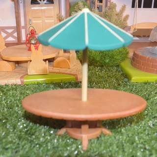 SYLVANIAN FAMILIES RETIRED OUTDOOR BAR TENT AND TABLE SET
