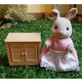 SYLVANIAN FAMILIES KITCHEN CABINET (FIGURE NOT INCLUDED)