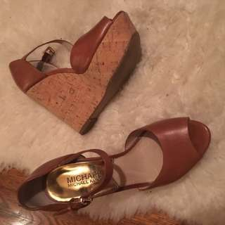 LIKE NEW MICHAEL KORS HEELS SIZE 5