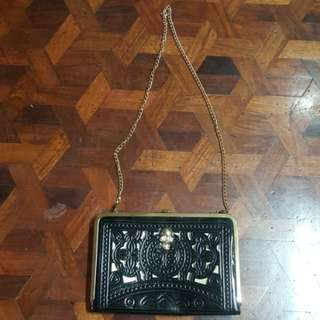 Clutch bag with chain