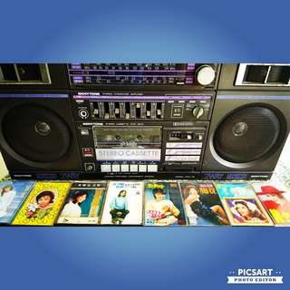 Vintage Benytone FM Stereo Cassette Tape Deck Player or Boombox. It can be switched on, tape is stuck inside & there is no movement. Beautiful Display Condition, selling as non-working unit $25 offer. Sms 96337309 for Fast Deal.