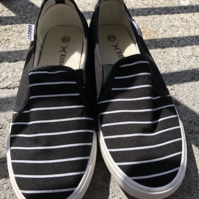 女生平底娃娃鞋