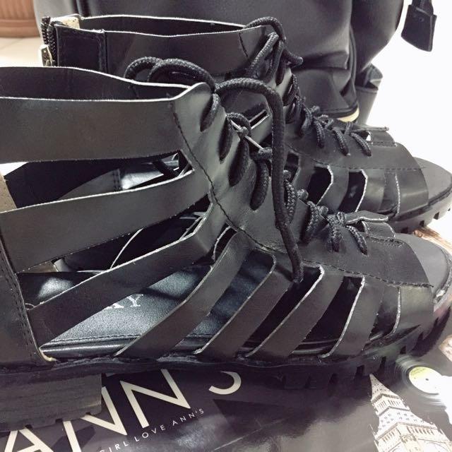 轉 荷比 全新 黑色 鏤空羅馬鞋 黑 尺寸 39 40