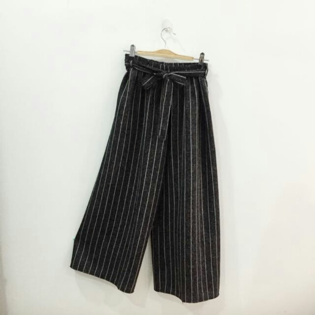 Black and white culottes