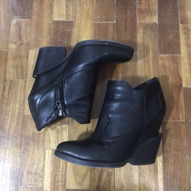 Boots SIZE 6.5