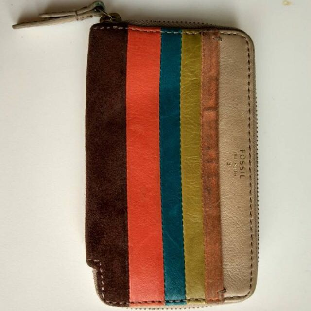Fossil wallet medium