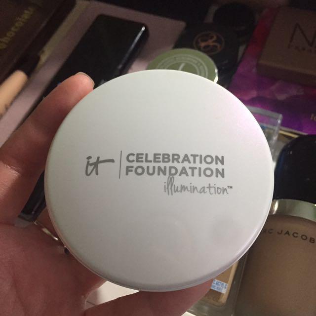 It Cosmetic Celebration Foundation Illumination - Medium