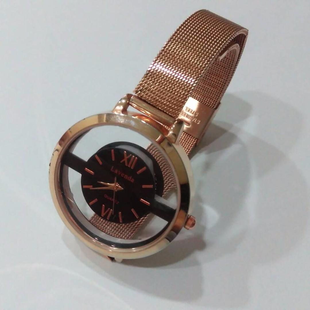 Lavenda QUARTZ 簡約鏤空圓框羅馬字手錶(韓版)