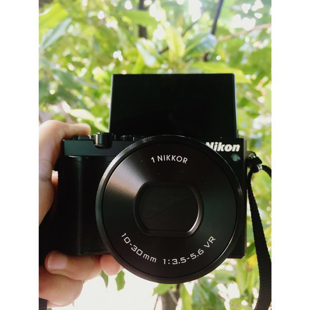 Mirroless Nikon 1 J5