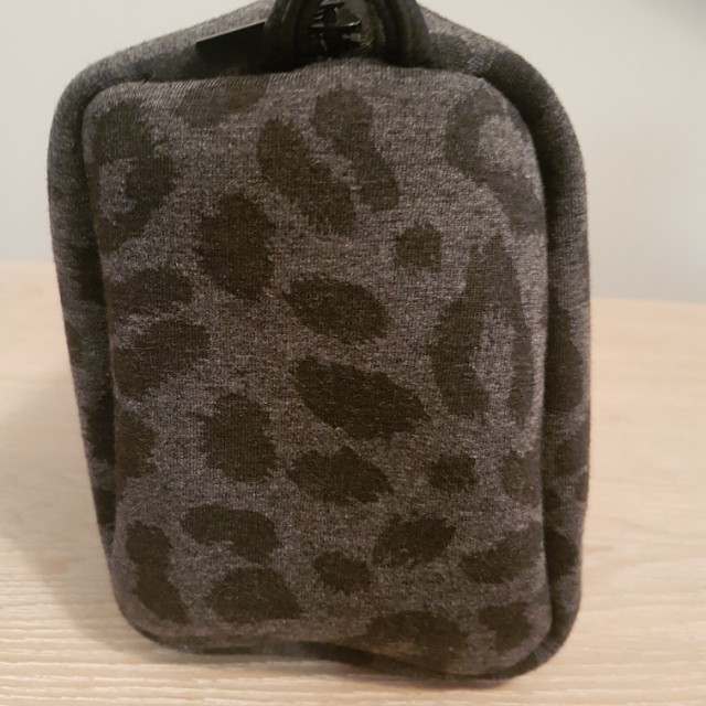 NEW SEED Toiletry Bag