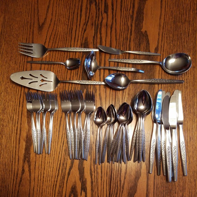 Oneida Rogers stainless steel cutlery compete set