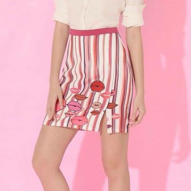 Plains and Prints Kiss Me skirt