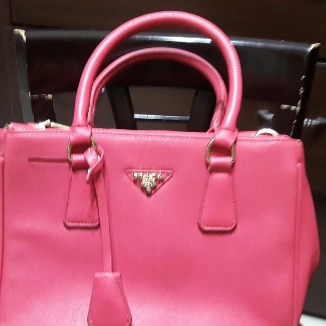 粉紅色Prada手提包