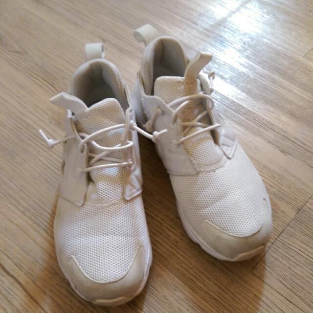 reebok 白色球鞋