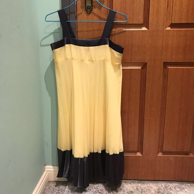 Review pleated dress size 8