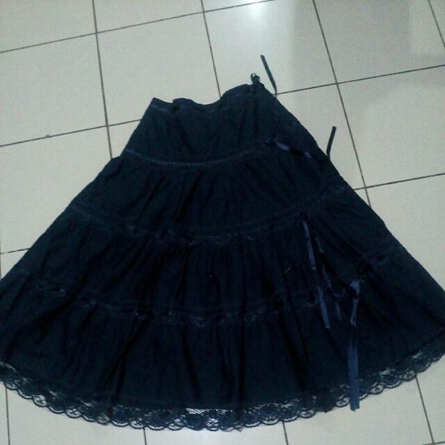 Romeo nd Juliet skirt from u.s.(size 8 u.s./30 phil)navy Blue