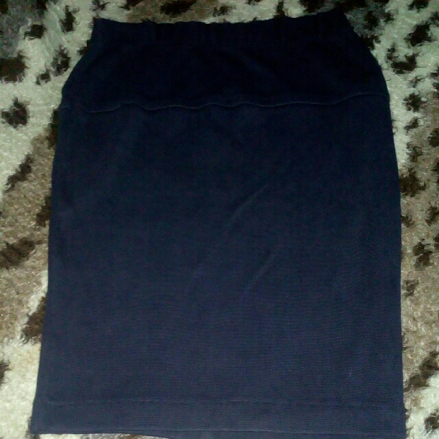 Stretch Skirt above the knee (size small to mef.)