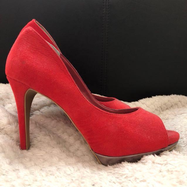 Vincci Red Heels