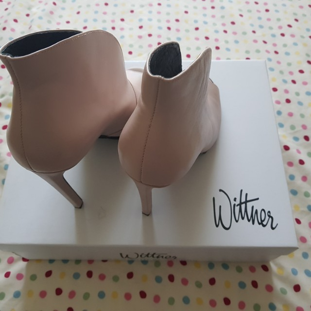 3529e6ef01e Wittner Powder Pink Leather Heels, Women's Fashion, Shoes on Carousell