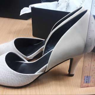 Canada's CALL IT SPRING Nude Heels For Mom Size 6