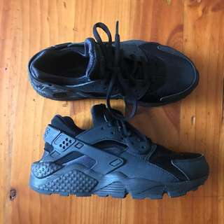 Nike Huarache Triple Black (price reduced)