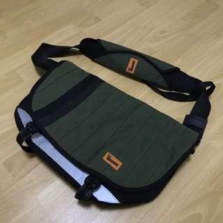 Crumpler Barney Rustle Blanket Messenger bag satchel