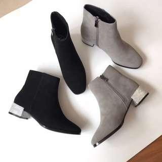 Rene Caovilla .秋冬麂皮水鑽粗跟短靴