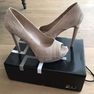 Zu size 8 nude heels