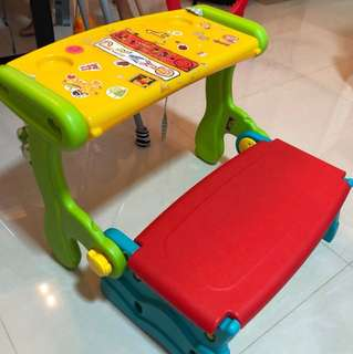 Kids convertible table and bench