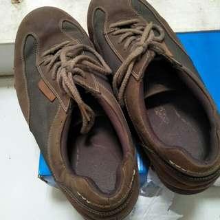 Sepatu sneakers rock port original, size 91/2, kondisi 95%, rare item , kulit aman, no sobek, minus kotor aja