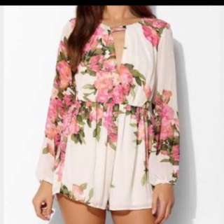 Reverse floral play suit fits 6-8