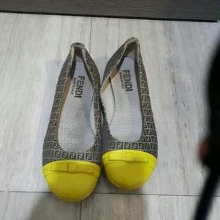 used fendi girls shoes 34 size