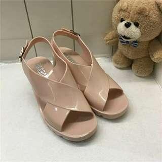 香港帶回 全新不怕淋到雨的涼鞋