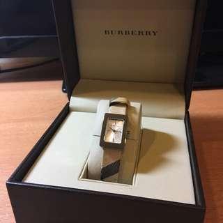 【BURBERRY】方形銀色石英女錶 BU1155