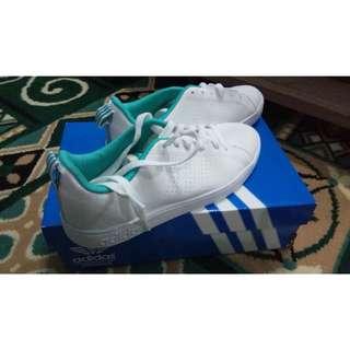 sepatu adidas putih