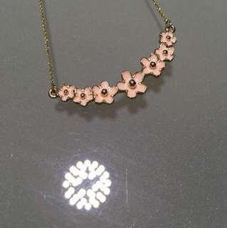 粉色花金頸鏈