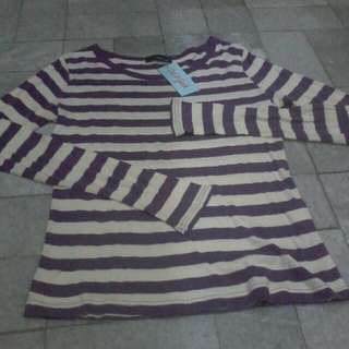 Kaos strip ungu