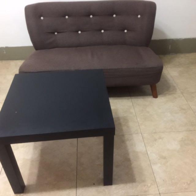 2人座沙發 加桌子 都很新使用不到3個月 買到賺到