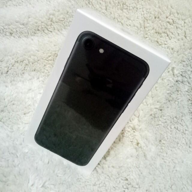 Apple iPhone 7 32GB brand new (repriced)