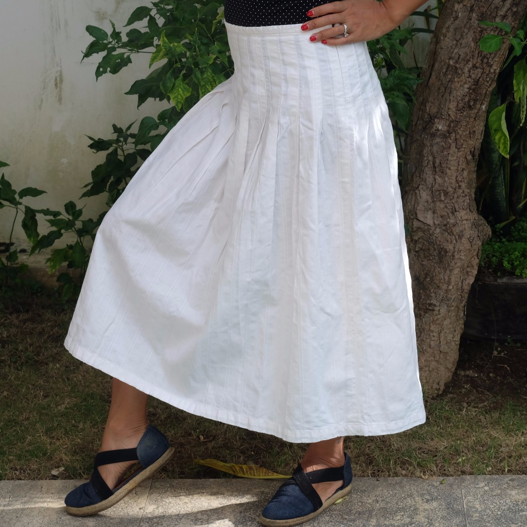 ARNESIO White Midi Skirt<100Rb