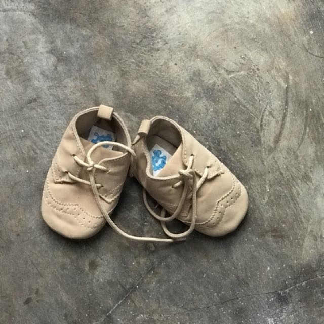 Baby shoes 6-12 mo